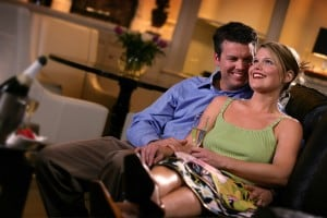 Gaylord-hotel-suite-couple