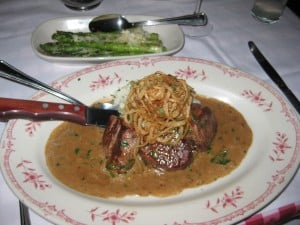 maggianos-beef-medallions