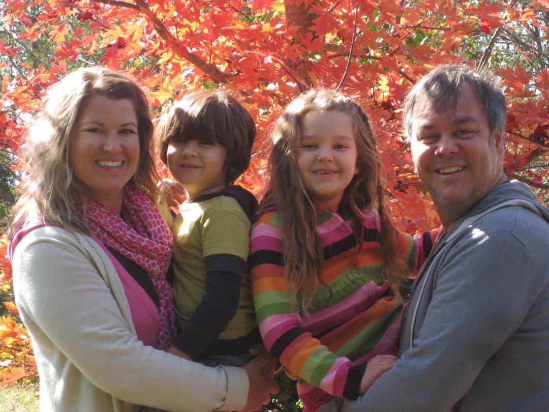 fall-family-happy