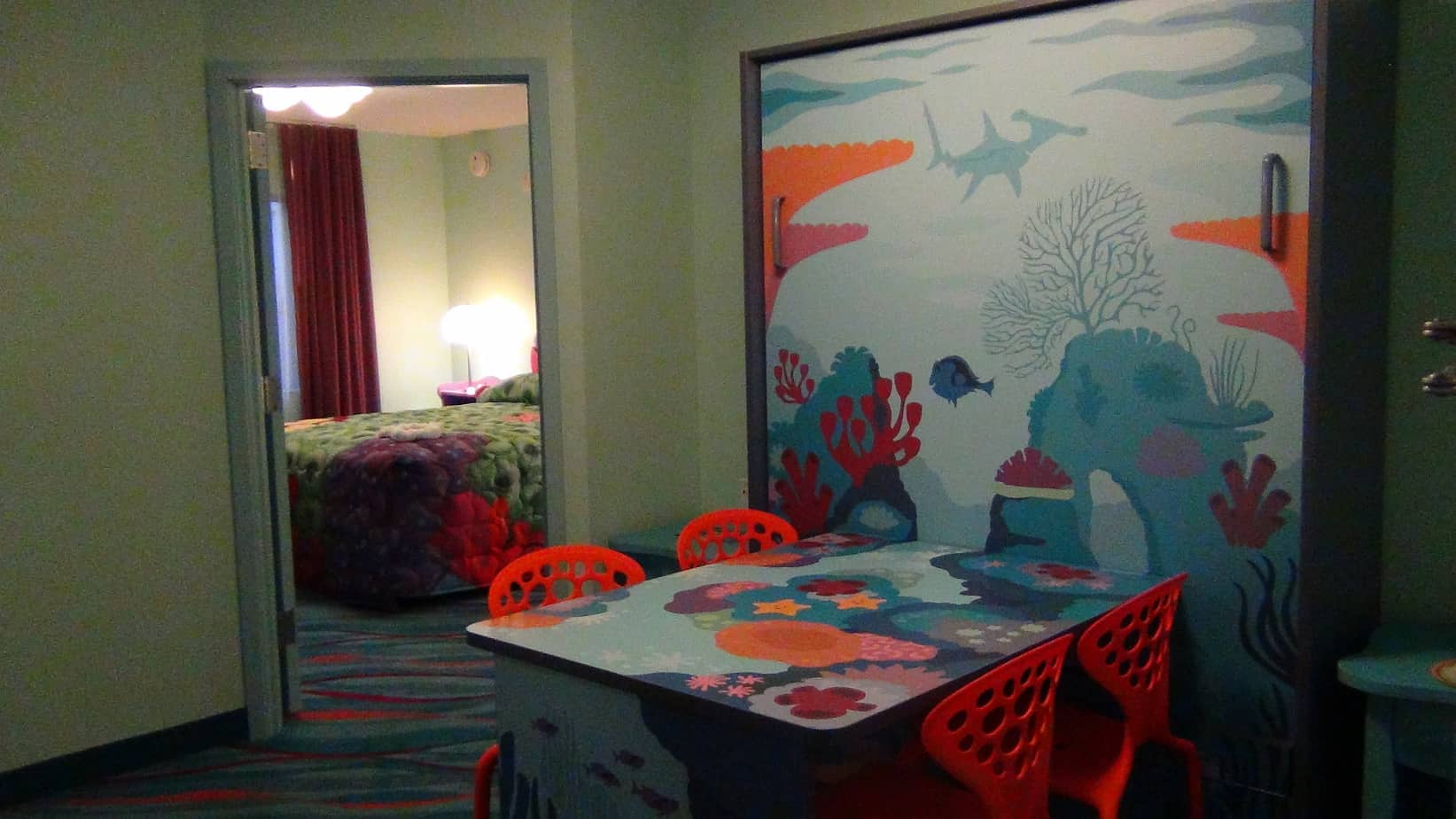 disney-Art-of-Animation-Table-Bed
