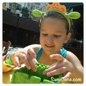 20120722 113237 Princess Fionas Cookie Castle Decorating at Gaylord Opryland