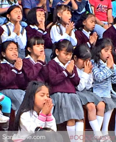 Operation-Christmas-Child-Ecuador-praying