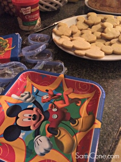 Disney-Side-Celebration-Plates