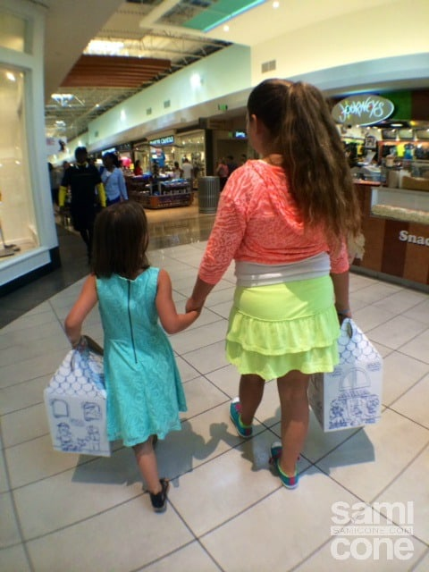 little-girls-birthday-weekend-hand-in-hand