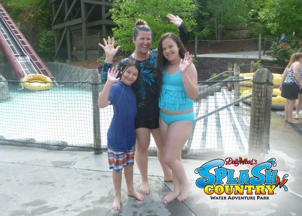 dollywood-splash-country-kids-wave