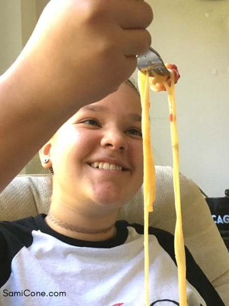 girl-with-pasta-noodle-eating