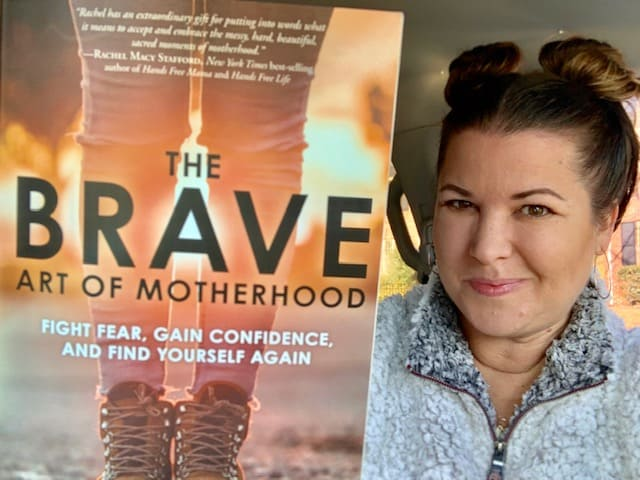 The Brave Art of Motherhood Review {The Daily Dash: December 11, 2018}
